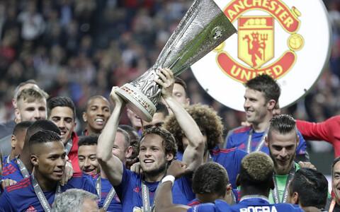 Daley Blind Euroopa liiga trofeega