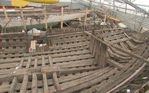 Средневековый корабль.