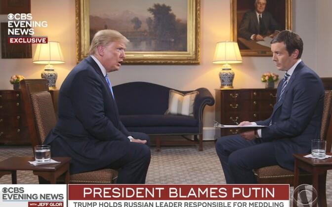 Donald Trump ja Jeff Glor CBS-is.
