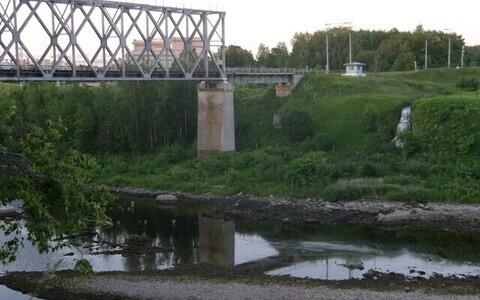 Железнодорожный мост через Нарову.