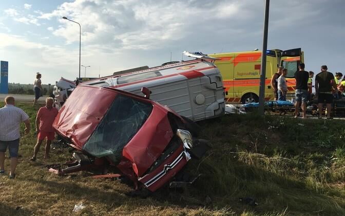 Murastes põrkasid kokku kiirabiauto ja sõiduauto.