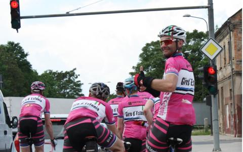 Viimane velotuur Giro d'Italia karusellis tiireldes lõppes 2015. aasta mais Milanos. Jätkame augusti lõpus järjepidevuse huvides samuti Itaaliast, kust suundume üle Püreneede edasi juba Vuelta velotuuri radadele.