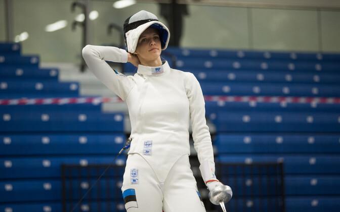Катрина Лехис пробилась в четвертьфинал.