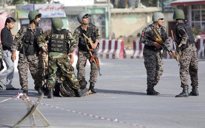 Afganistani julgeolekujõud rünnakupaigas.