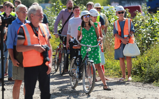 Jalgrattaga Tallinna abilinnapea ja roheliste erakonna juht Züleyxa Izmailova