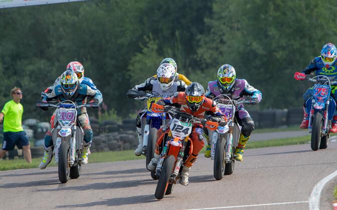 S1 klassi start, esiplaanil Eero Madisson (124).