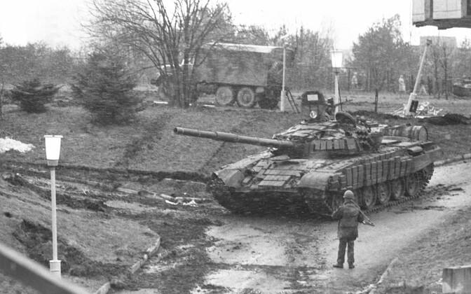 Nõukogude tank Vilniuse teletorni juures 1991. aastal.