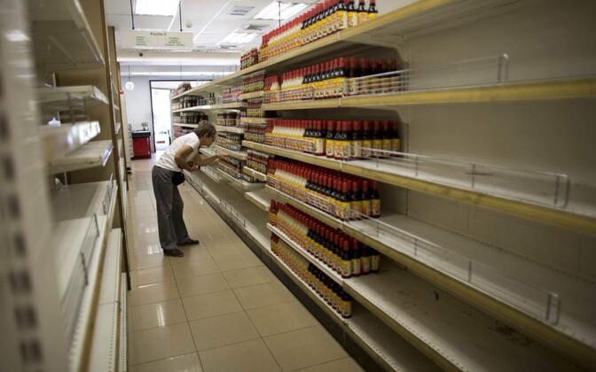 Tühjad riiulid Caracase supermarketis.