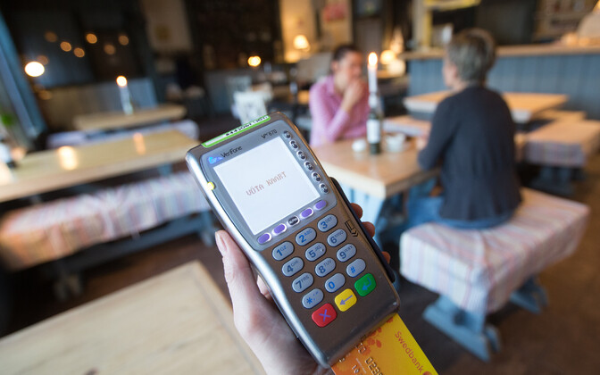 The number of card payments made by Estonians in Latvia each month has increased significantly.