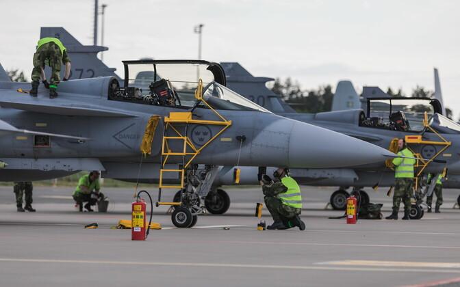 Rootsi hävituslennukid JAS Gripen maikuus Ämaris.