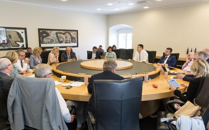 Пока внутри правительства нет единства в вопросе финансирования проекта восточной границы.