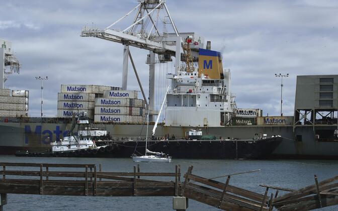 Konteinerlaev Oaklandi sadamas.