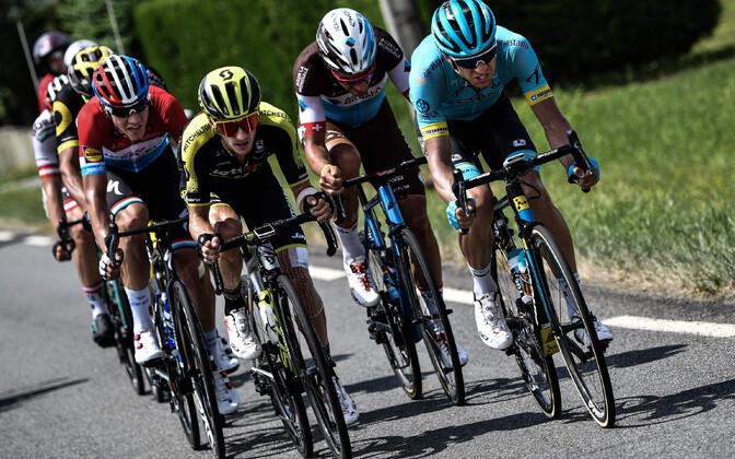 Tanel Kangert (ees paremal)Touri 18. etapil jooksikute seas