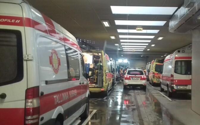 Машины скорой помощи в PERH.