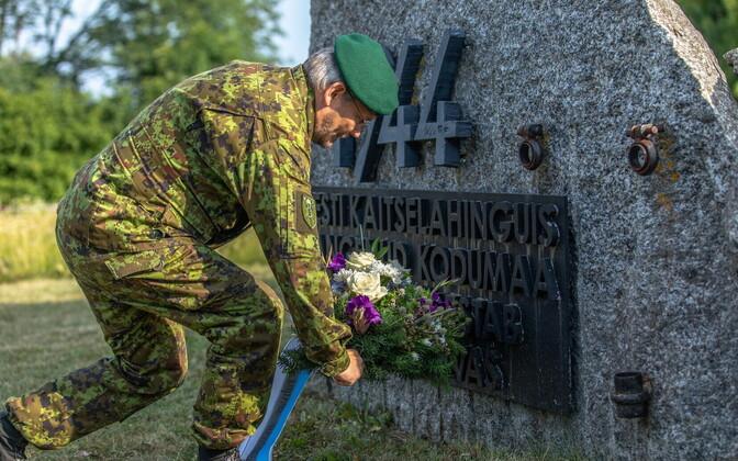 Возложение венка к мемориалу сражения в Синимяэ.