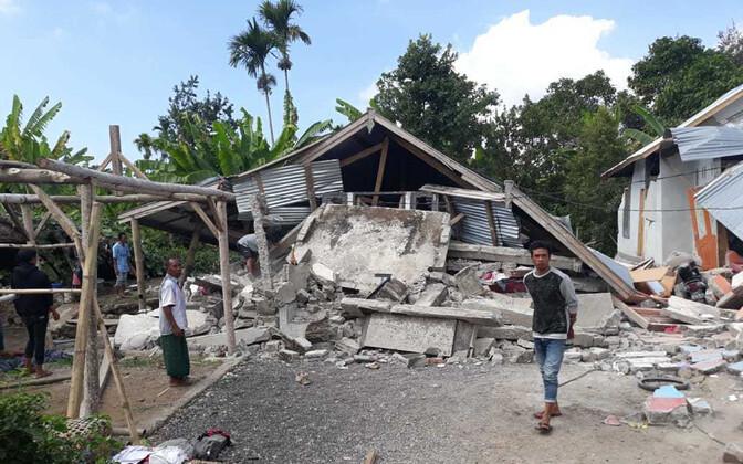 Maavärina tagajärjel purunenud majad.