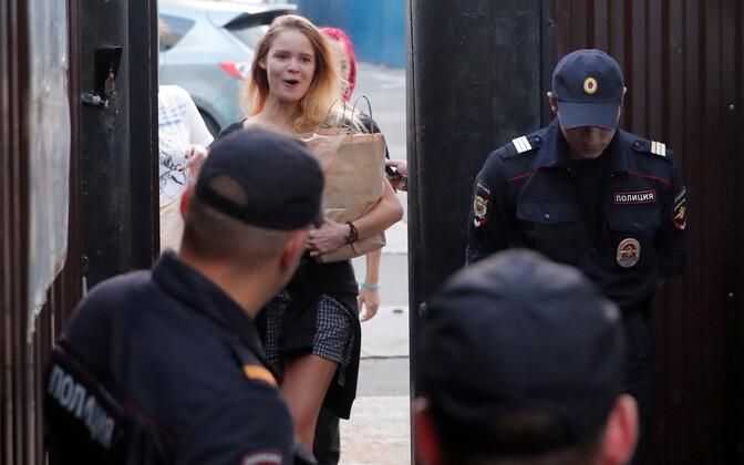 Pussy Rioti liikmed 30. juulil Moskva kinnipidamisasutusest vabanemas.