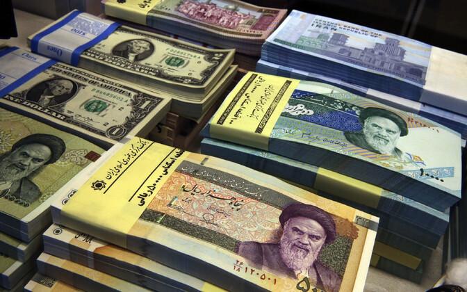 Iraani riialid ja USA dollarid.