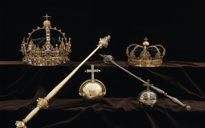 Varastati mõlemad fotol olevad kroonid ja suurem kroonimisõun.