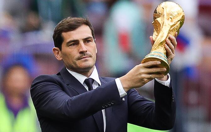 Iker Casillas MM-trofeega