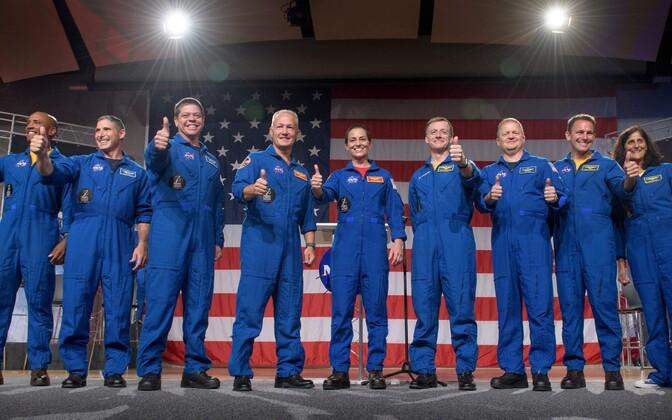 Команда американских астронавтов.