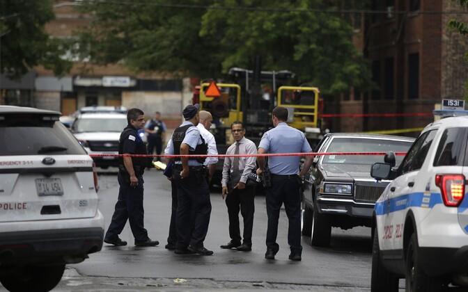Politseinikud Chicagos tulistamispaigas.