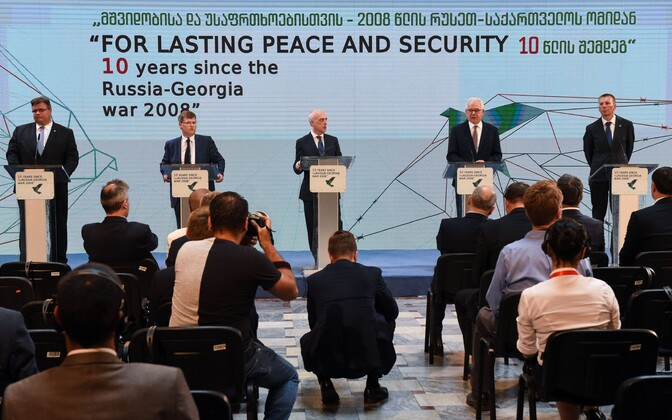 Leedu välisminister Linas Linkevicius, Ukraina asepeaminister Pavlo Rozenko, Poola välisiminister Jacek Czaputowicz ja Läti välisminister Edgars Rinkevics Thbilisis.