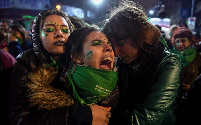 Aastaid naiste valikuvabaduse eest võidelnud aktivistid olid pärast hääletust löödud.