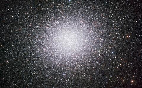 Linnutee suurim kerasparv Omega Centauri.