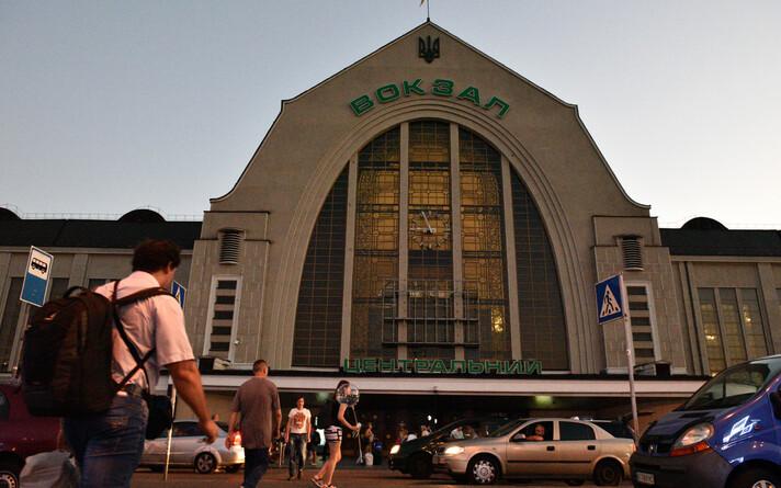 Железнодорожный вокзал в Киеве.