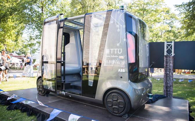 Isesõitev auto arvamusfestivalil