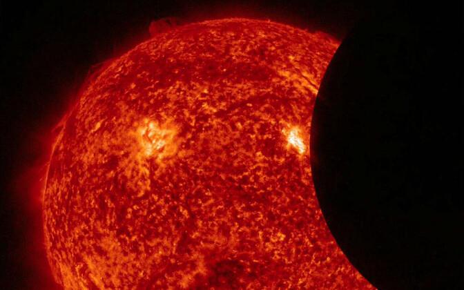 Osaline päikesevarjutus kosmosest nähtuna.