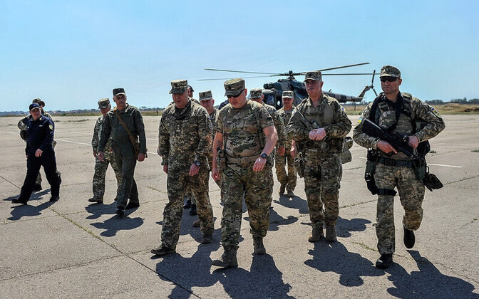 Ukraina julgeoleku- ja kaitsenõukogu sekretär Oleksandr Turtšõnov ringkäigul Aasovi mere lähistel.