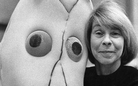 Muumide looja Tove Jansson Muumi maskiga.