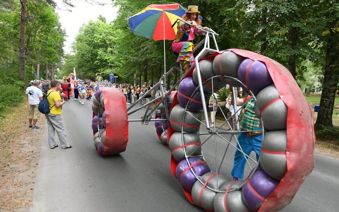 День города Нарва-Йыэсуу. карнавальное шествие природных стихий.