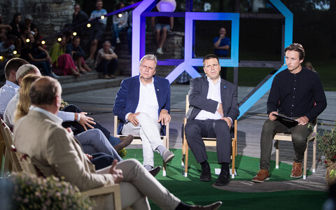 Party leaders of all the main political parties in Estonia at this year's Arvamusfestival, albeit four of them obscured. Facing the camera from left, Andres Herkel (Free), Jüri Ratas (Centre) and moderator Taavi Eilat.