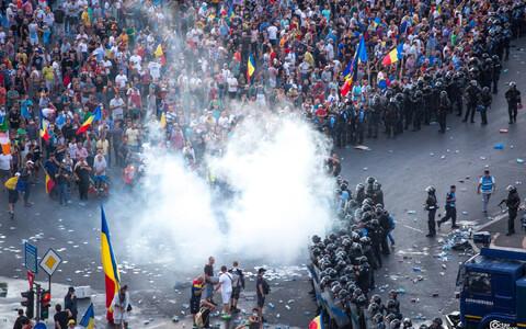 В ночь на субботу в столкновениях митингующих и полиции в Бухаресте пострадали свыше 450 человек.