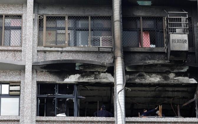 Пожарные говорят, что огонь лишь чудом не распространился на другие этажи больницы.