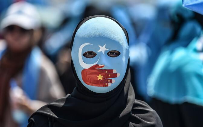 Uiguure toetav meeleavaldaja Istanbulis.