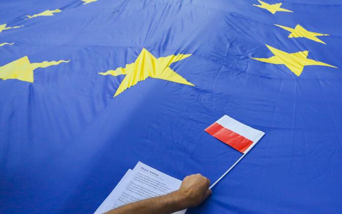 Poola ja Euroopa Liidu lipp.