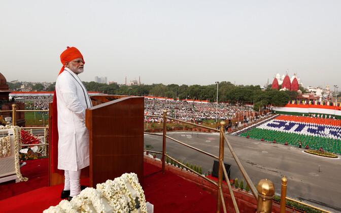 Peaminister Narendra Modi Red Fortis kõnet pidamas.