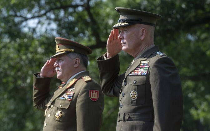 Leedu kaitseväe juhataja Jonas Vytautas Žukas ja USA staabiülemate ühendkomitee esimees (JCS) kindral Joseph Dunford.
