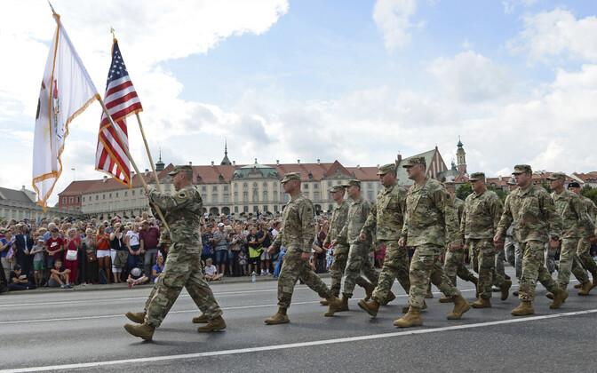 USA sõdurid paraadil Varssavis 15. augustil.