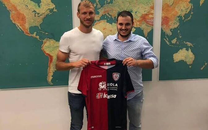 Ragnar Klavan liitus Cagliari Calcioga.