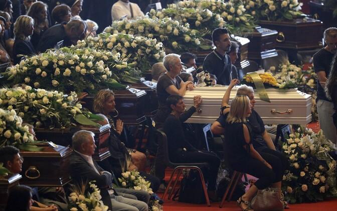 Похороны погибших в результате обрушения моста в Генуе.