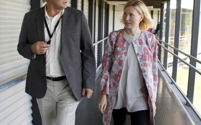 Министр здоровья и труда Рийна Сиккут при посещении Ида-Вируской центральной больницы.