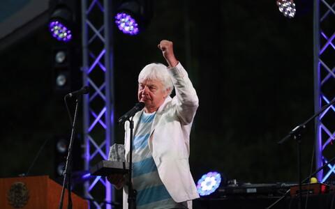 Ivo Linna presidendi roosiaias taasiseseisvumispäeva pidustustel
