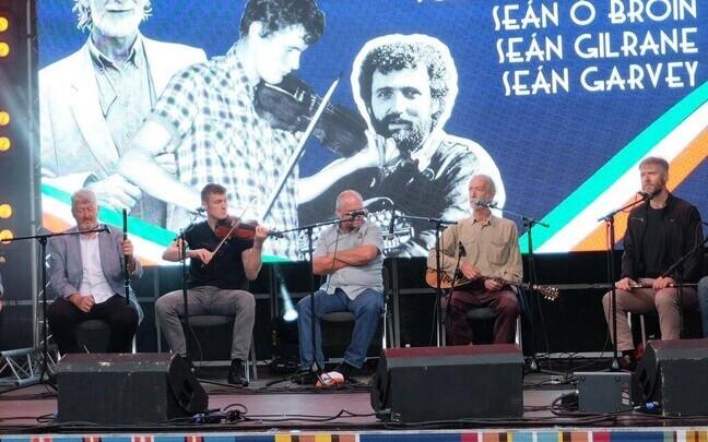 Irish musicians performing at the Tallinn Song Festival Grounds on Sunday. From left (click to enlarge): Néillidh Ó Maolagáin, Tom Ó Maolagáin, Fiachra Ó Maolagáin, Seán Gilrane, Seán Garvey, Séan Ó Broin, Breanndán Ó Beaglaoich.