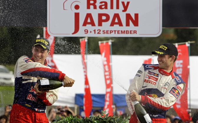 Sebastien Ogier tähistamas Jaapani ralli võitu 2010. aastal