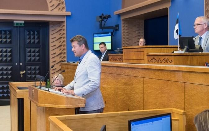 Айвар Сурва стал депутатом парламента, принеся должностную присягу.